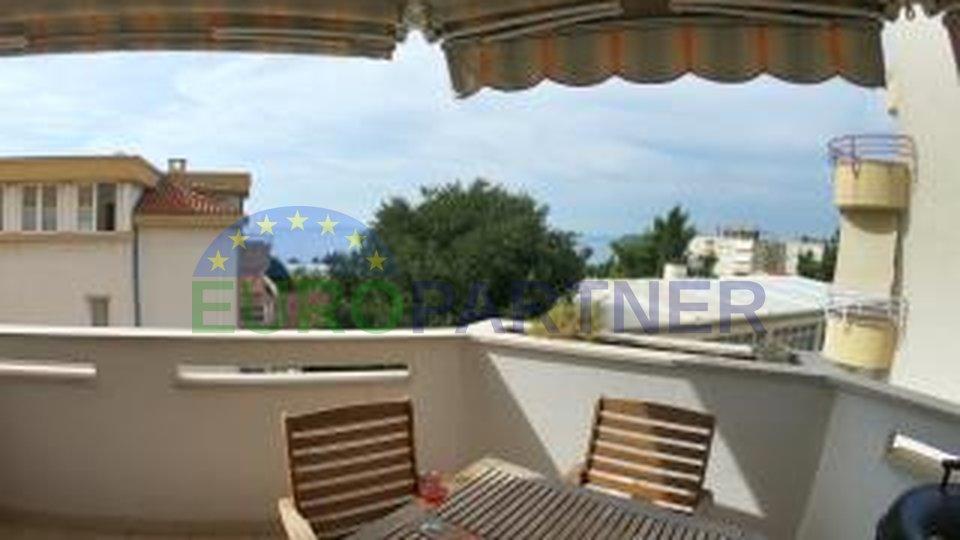 Odličan stan sa dvije terase i otvorenim pogledom na more, Meje