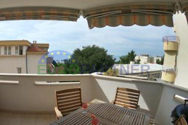 Ausgezeichnete Wohnung mit zwei Terrassen und offenem Meerblick, Meje