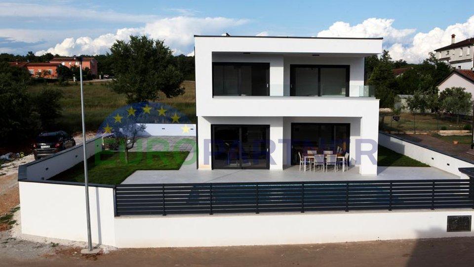 Sofisticirana vila, modernog dizajna s bazenom
