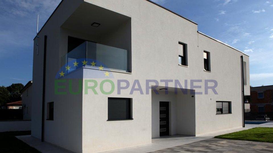 Sehr elegante und modern ausgestattete Villa