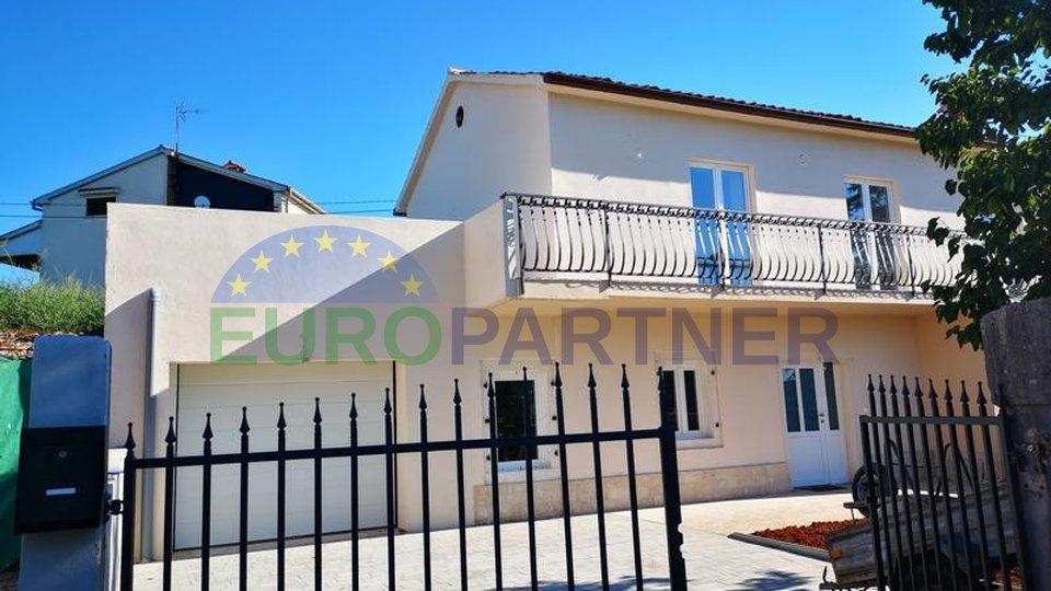 Renoviertes istrisches Doppelhaus mit Garten