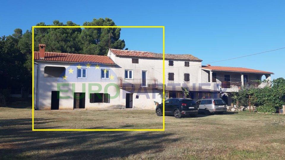 Stara seoska kuća s velikim dvorištem -za renoviranje
