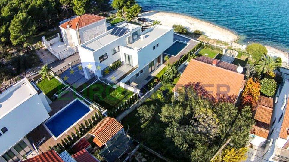 Luksuzna  vila moderne arhitekture , prvi red do mora otok Čiovo