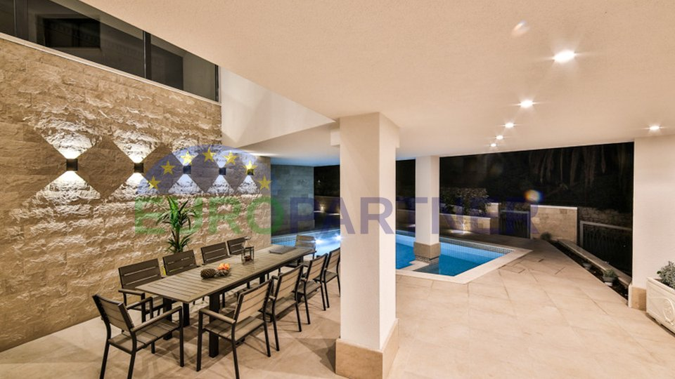 Luxusvilla mit Pool und Meerblick,