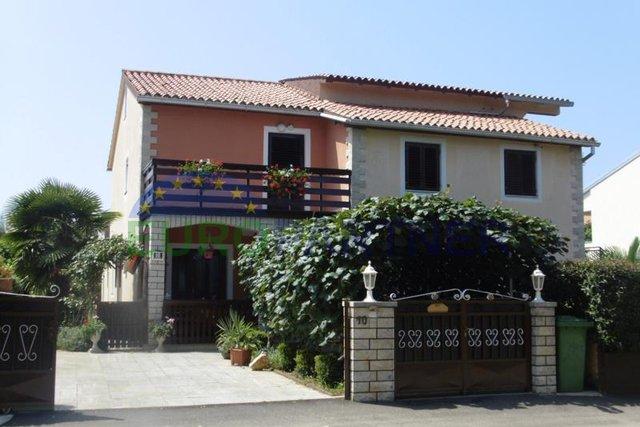 Kuća sa 4 Apartmana, u blizini mora i centra Poreča
