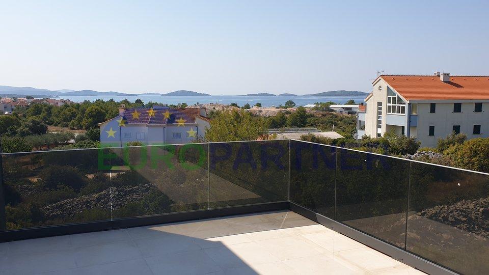 Moderne Villa mit Pool- und Meerblick