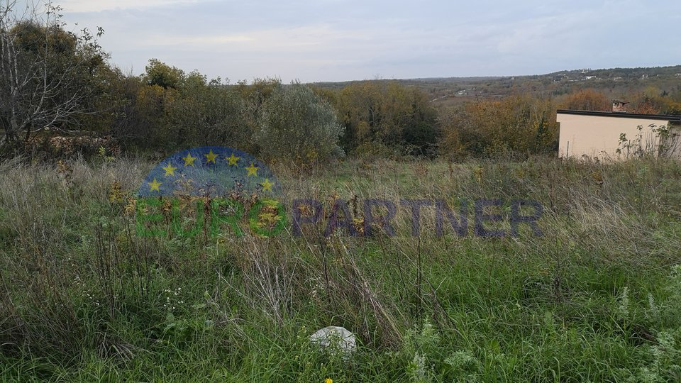 Građevinsko zemljište površine 1113m2 i poljoprivredno zemljište površine 2420m2, Baderna
