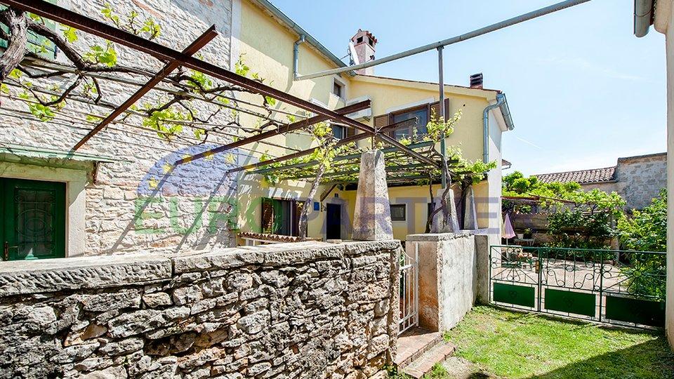 Kompletno renovirana kamena kuća u nizu