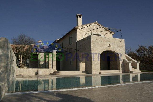 Čudesna vila koja predstavlja nevjerojatnu kombinaciju arhitekture i dizajna