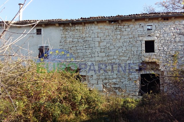 Rarity on the market - Istrian Stancija with three houses, sea view and 76.600m2 land, Vodnjan
