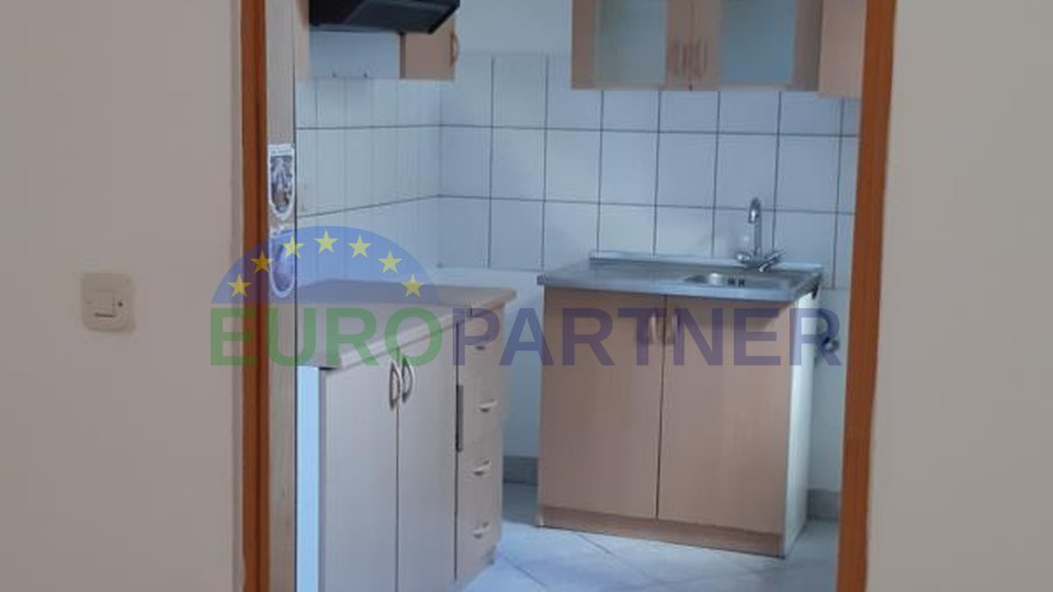 Obiteljski stan u prizemlju 3000m udaljen od mora, Novigrad