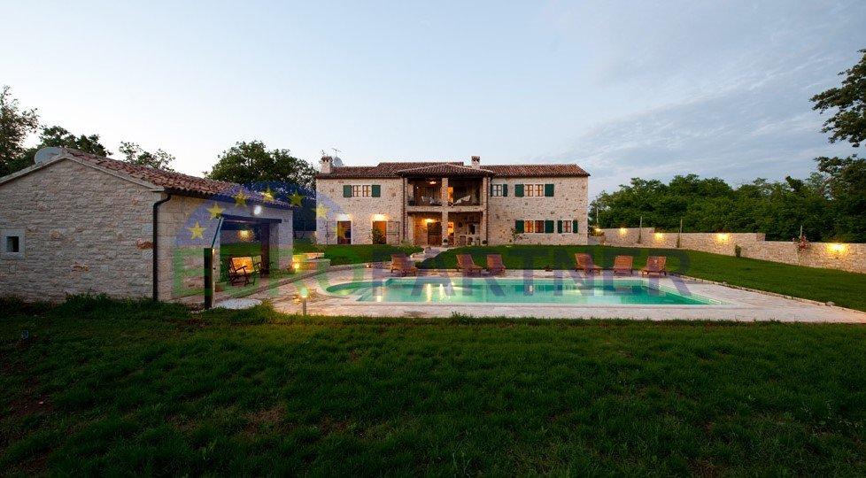 Villa Indipendente In Pietra Con Piscina E Giardino Di 6500m2 Tinjan Europartner