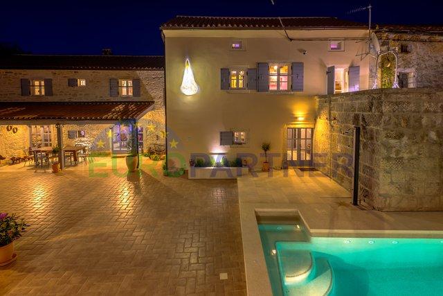 Designer autentica villa in pietra d'Istria con piscina, Svetvincenat