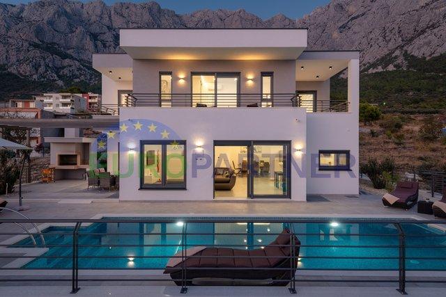 Villa of modern architecture, Makarska