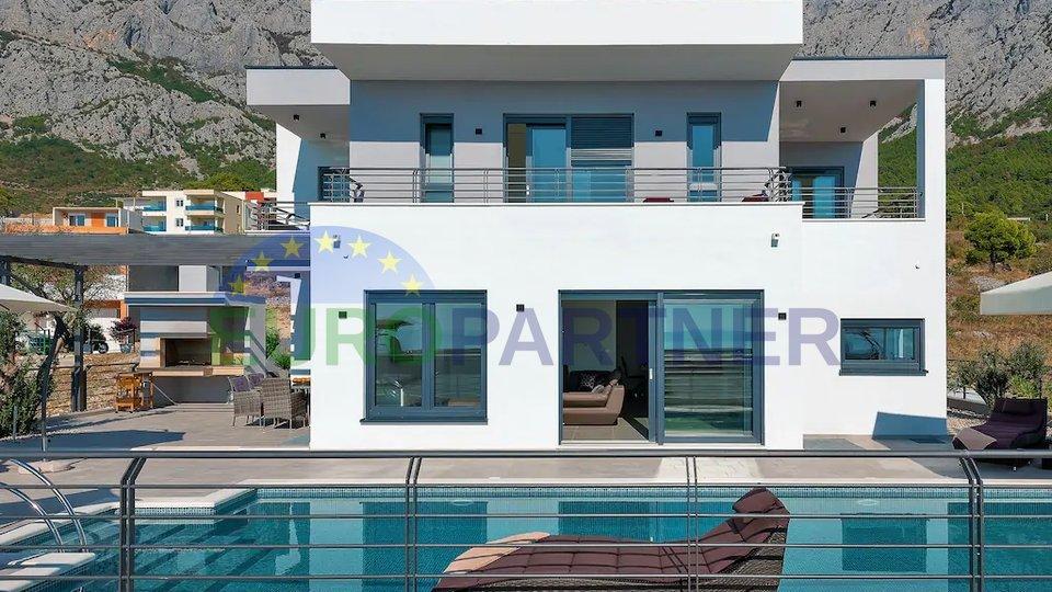 Vila moderne arhitekture, Makarska