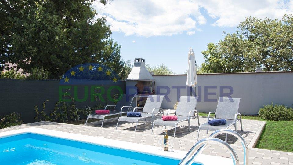 Samostojeća kuća  sa bazenom u okolici grada Vodnjan