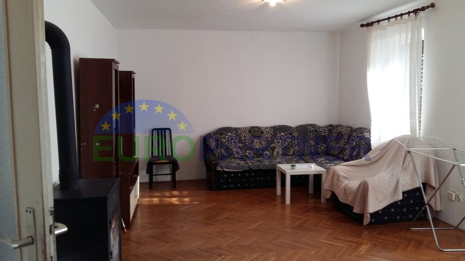 Appartamento con quattro camere da letto nel centro della parte vecchia di Orsera, a 200 metri dal mare