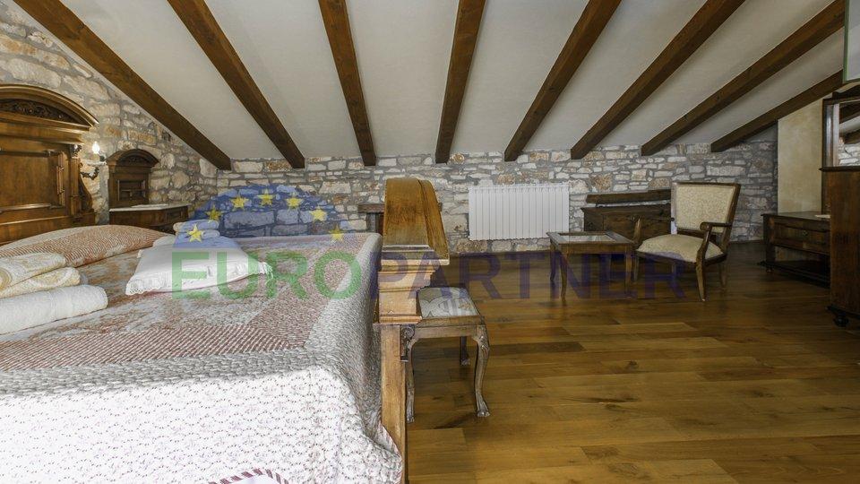 Casa, 220 m2, Vendita, Poreč
