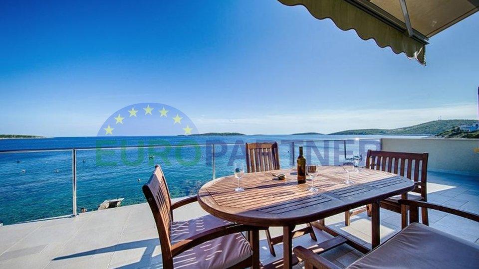 Fantastična lokacija prvi red do mora,, samostojeća kuća