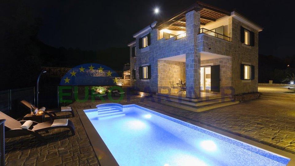 Luksuzna kamena vila sa bazenom i pogledom na more, Podstrana