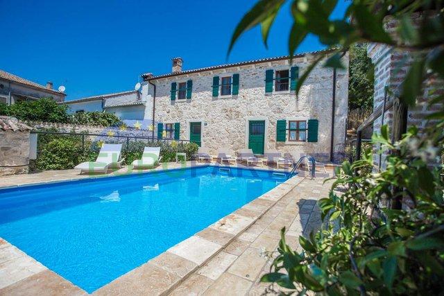 Autohtona Istarska kamena kuća s bazenom