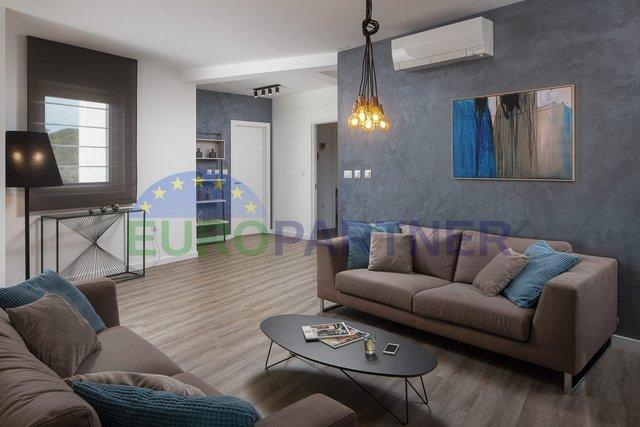 Novi luksuzni penthouse 800m od mora Veruda,Pula