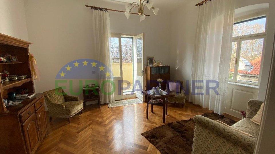 Prostrani stan u povijesnoj palači venecijanskog stila,Split