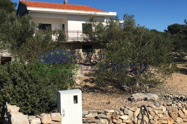 Kuća sa potencijalom u prekrasnoj Plavoj laguni