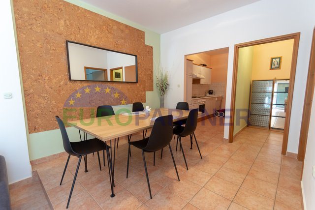 Nice ground floor apartment with garden 100m from the sea, Porec