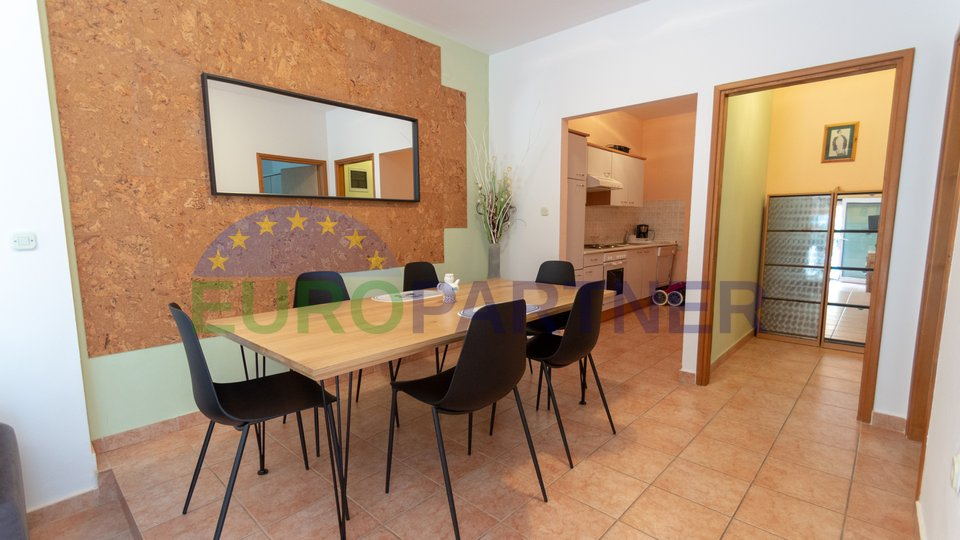 Grazioso appartamento al piano terra con giardino a 100 metri dal mare, Parenzo