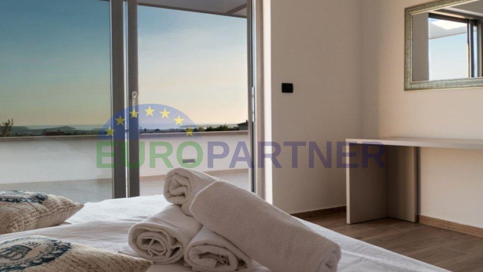 Villa moderna con piscina e splendida vista su Brioni