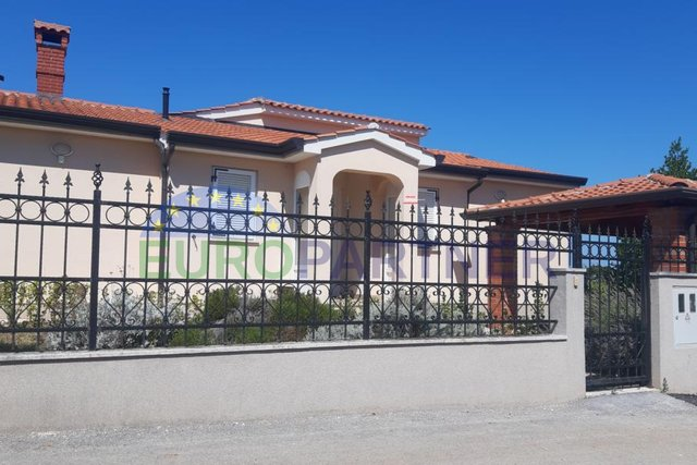 GREAT LOCATION! Beautiful ground floor house 2500m from the sea, Porec