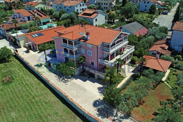 Opportunity for investors! Large house with apartments 300m far from the beach