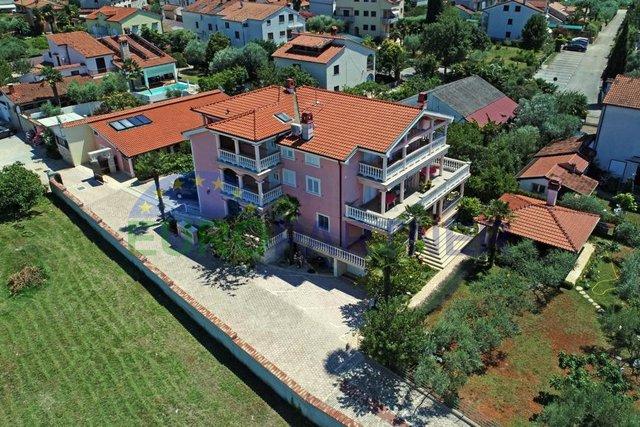 Prilika za investitore!  Velika kuća s apartmanima 300m od plaže