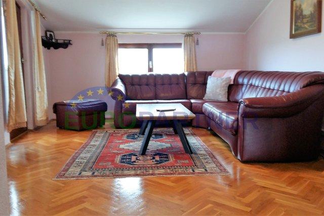 OFFERTA ESCLUSIVA, POSIZIONE SUPERIORE, appartamento con vista mare, Parenzo