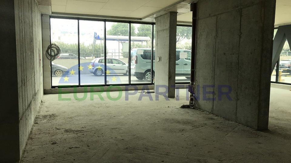 Poslovni prostor u prizemlju, na atraktivnoj lokaciji
