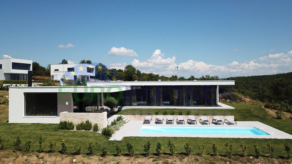 Vila modernog dizajna sa pogledom na more