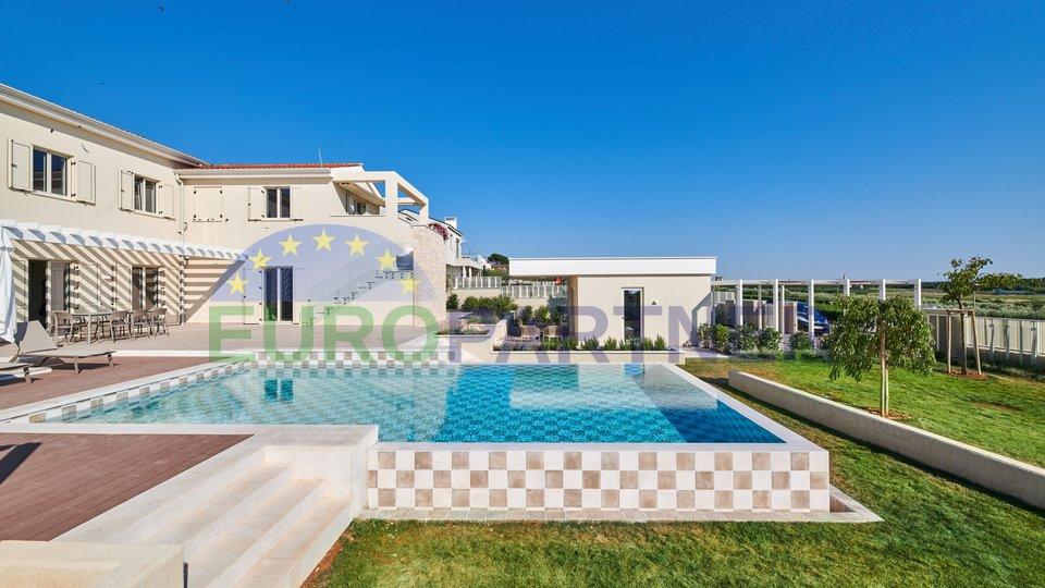 Predivna nova kamena villa!