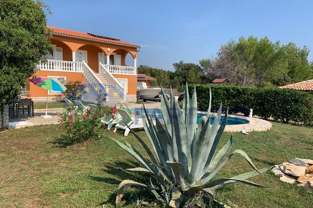 Familienhaus mit Pool und Panoramablick auf das Meer