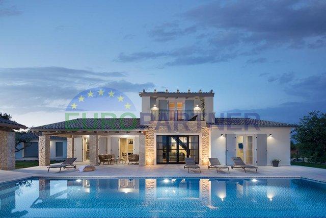 Luxuriös eingerichtete Designervilla mit schöner Aussicht