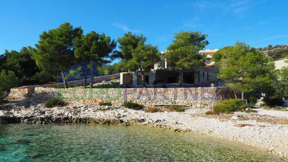 Moderna vila na vrhunskoj lokaciji  uz plažu