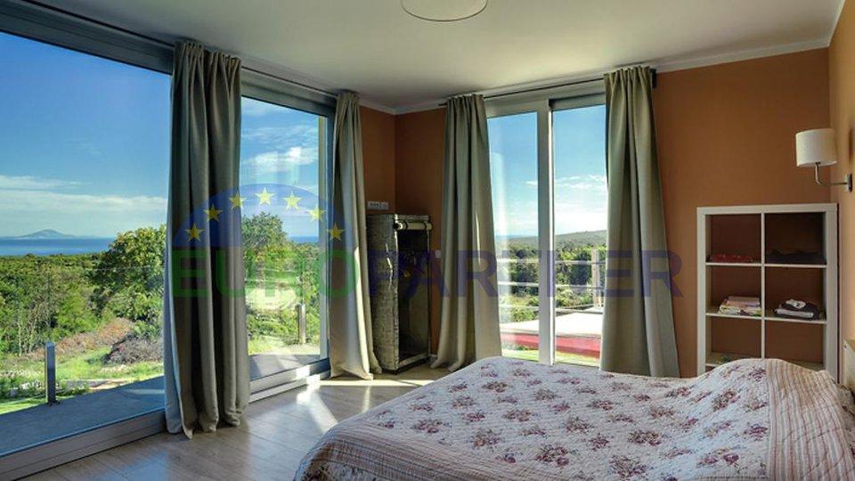 Luksuzna vila na vrhunskoj lokaciji s  veličanstvenim pogledom na more