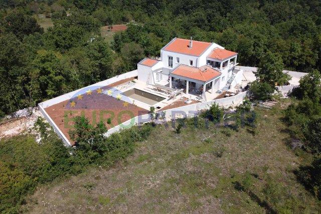 Moderna  kuća u zadnjoj fazi izgradnje ,Svetvinčenat