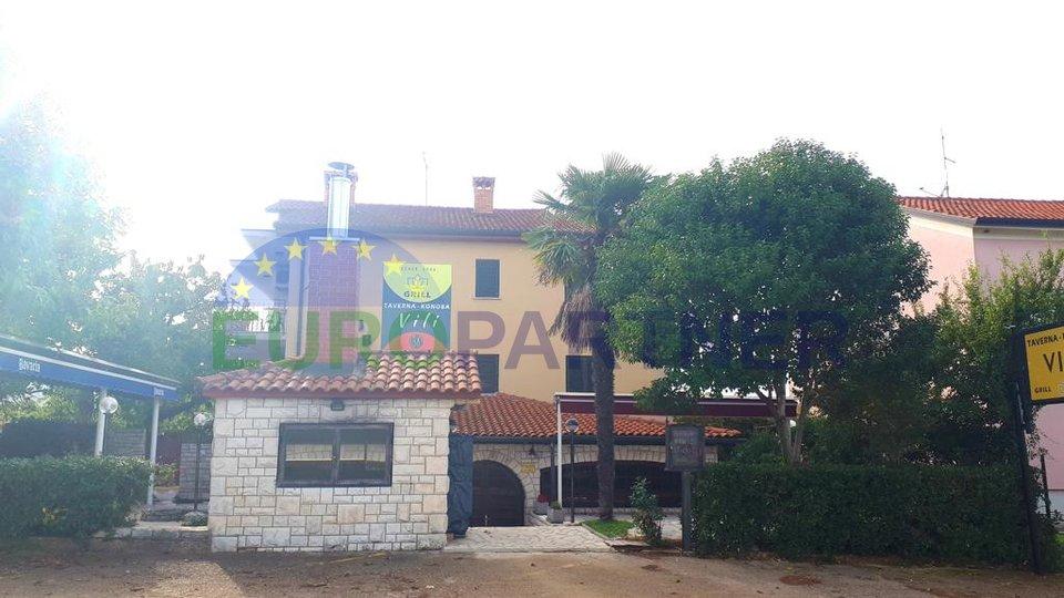 Prostrana obiteljska kuća sa restoranom