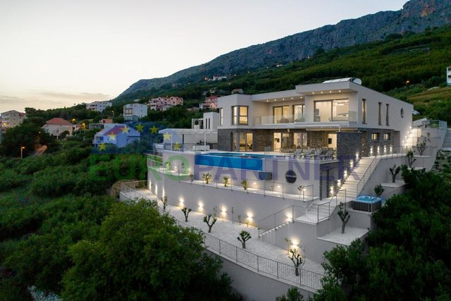 Luxury villa with extravagant sea view