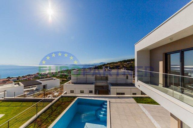 Elegantna vila modernog dizajna sa spektakularnim pogledom na more