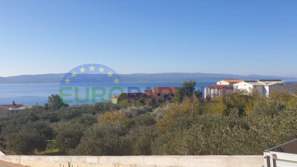 Kaskadno zemljište s otvorenim pogledom na more-Brela