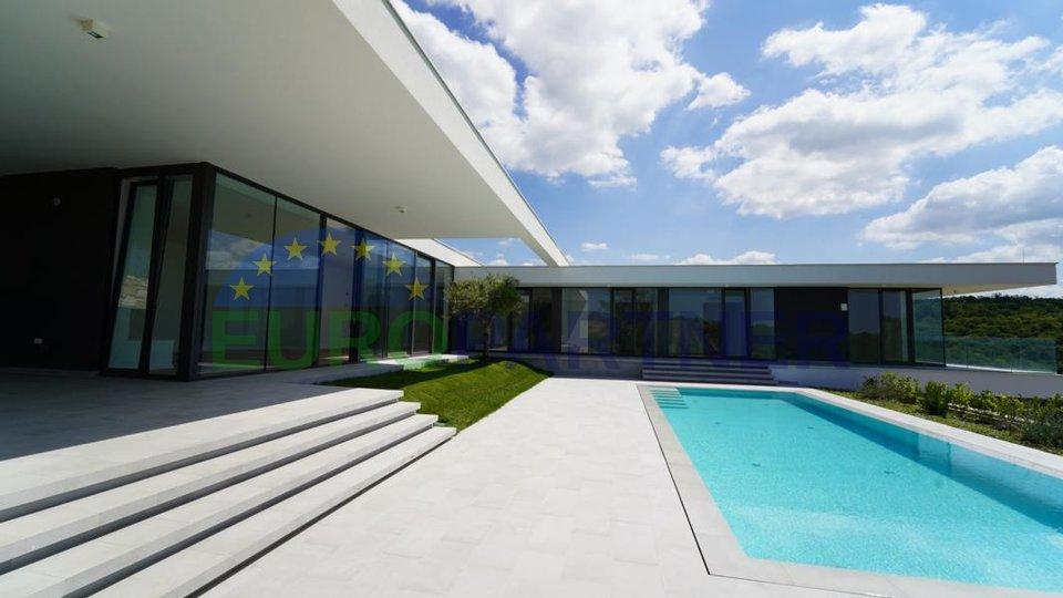 Luksuzna vila sa bajkovitim pogledom na more u fazi izgradnje