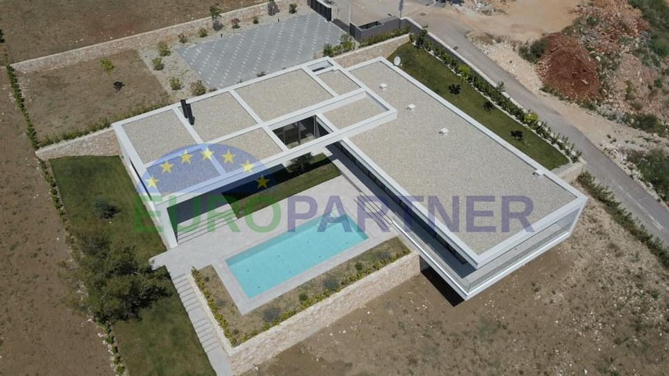 Luxury villa with fantastic sea views in the construction phase