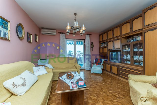 Apartment in Porec of 80 m2 in a great location overlooking the sea